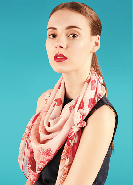 How to tie the bandana style knot with a large scarf - The large Foulard Style - Cleo Ferin Mercury - designer silk scarves