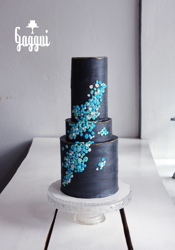 Black Gold Blue Cake Gaggui.jpg