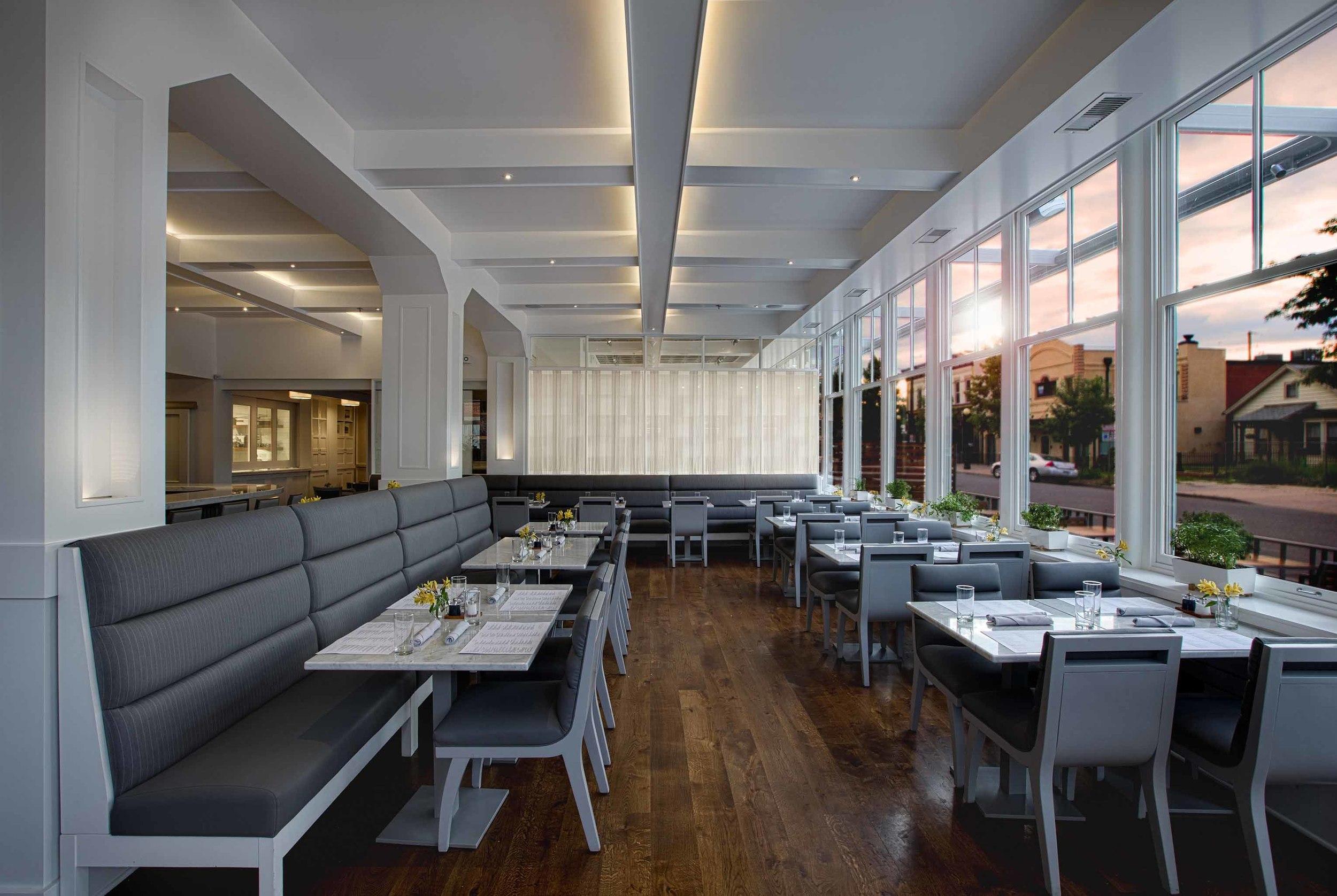 33672730_sartos_restaurant_dining_room.jpg