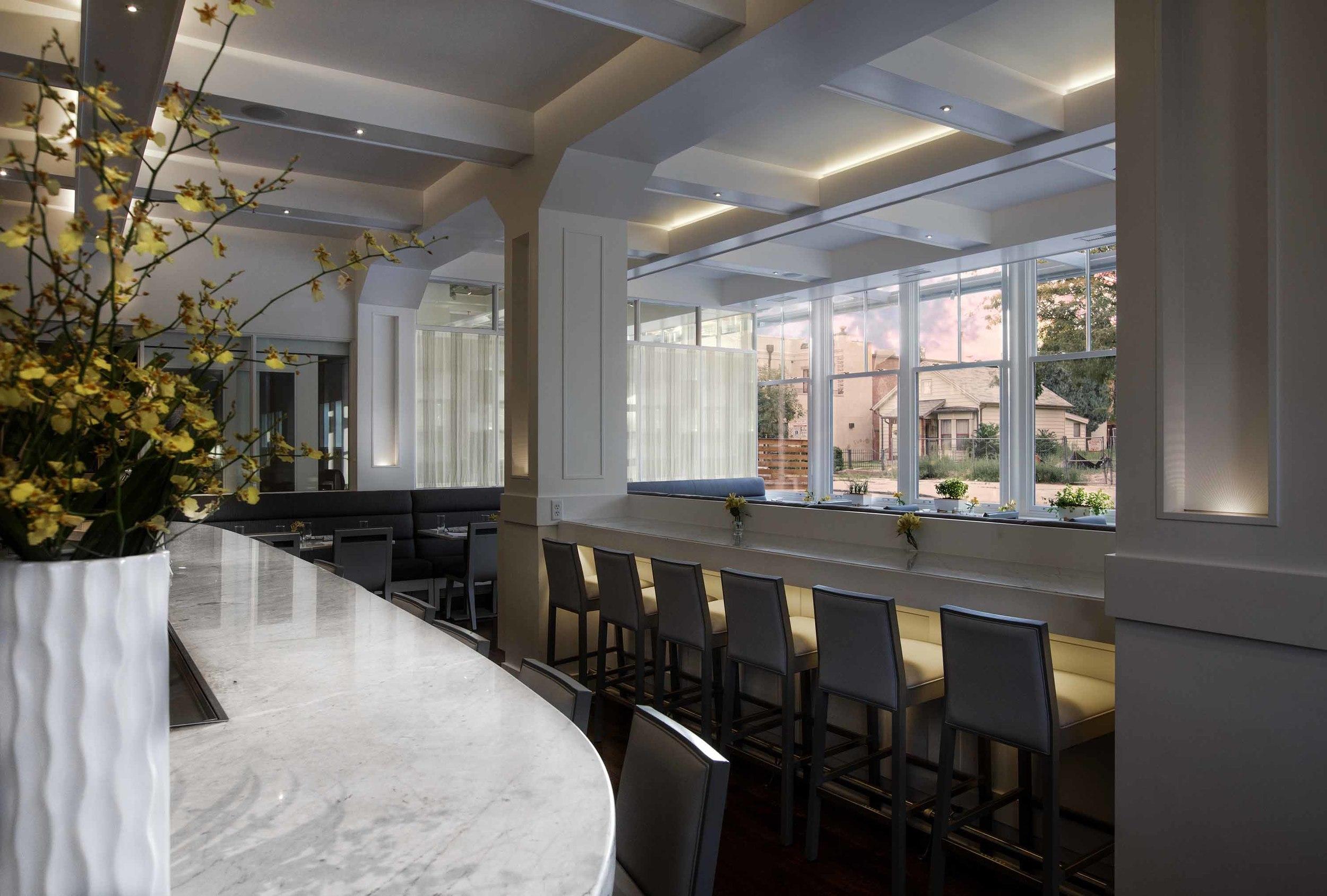 33674170_sartos_restaurant_bar.jpg
