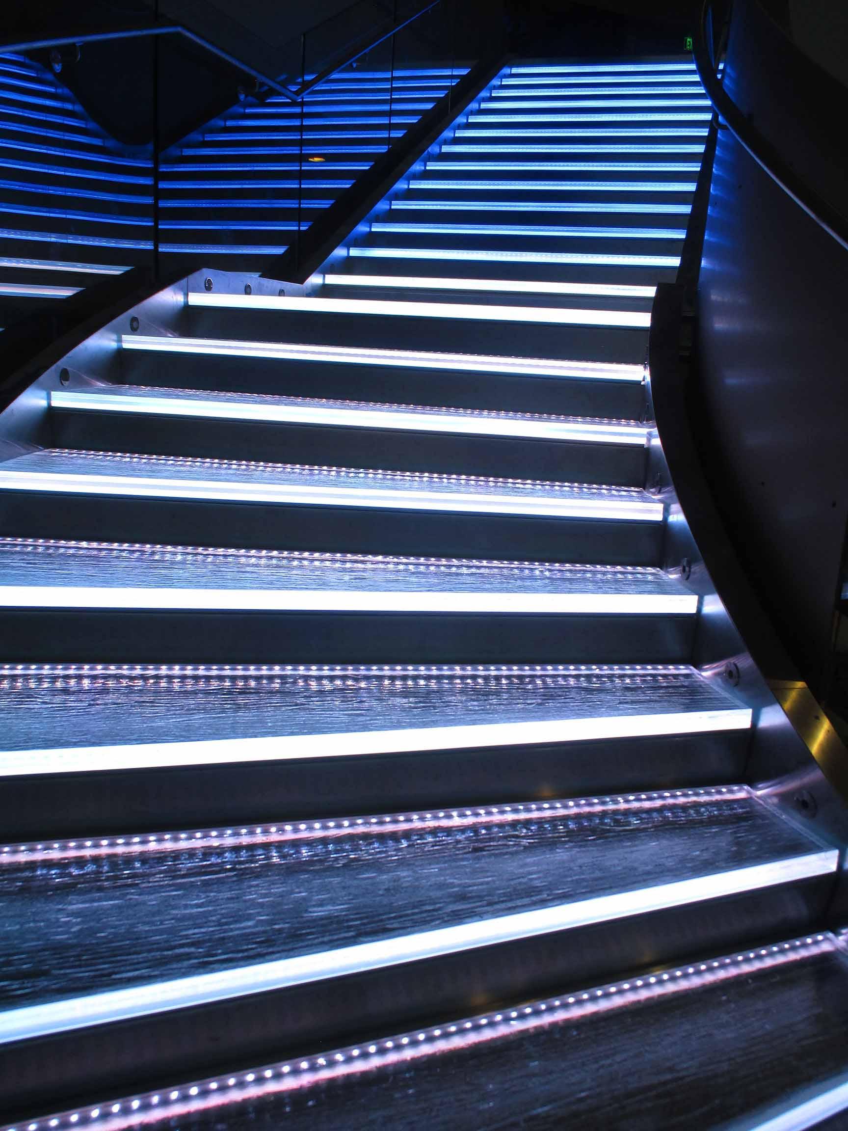 33674313_5-_stair_detail.jpg