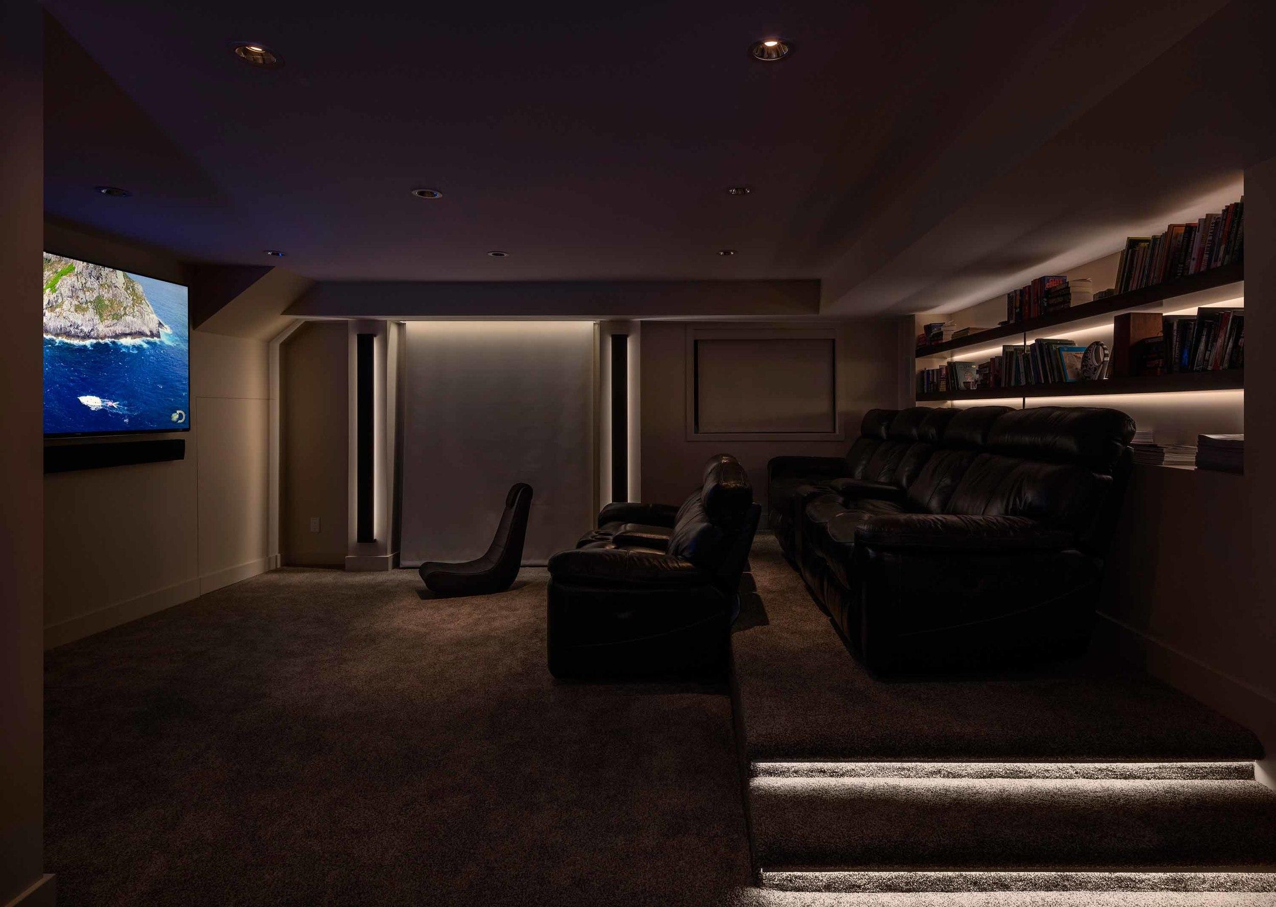 33674468_7-livingroom_movie.jpg