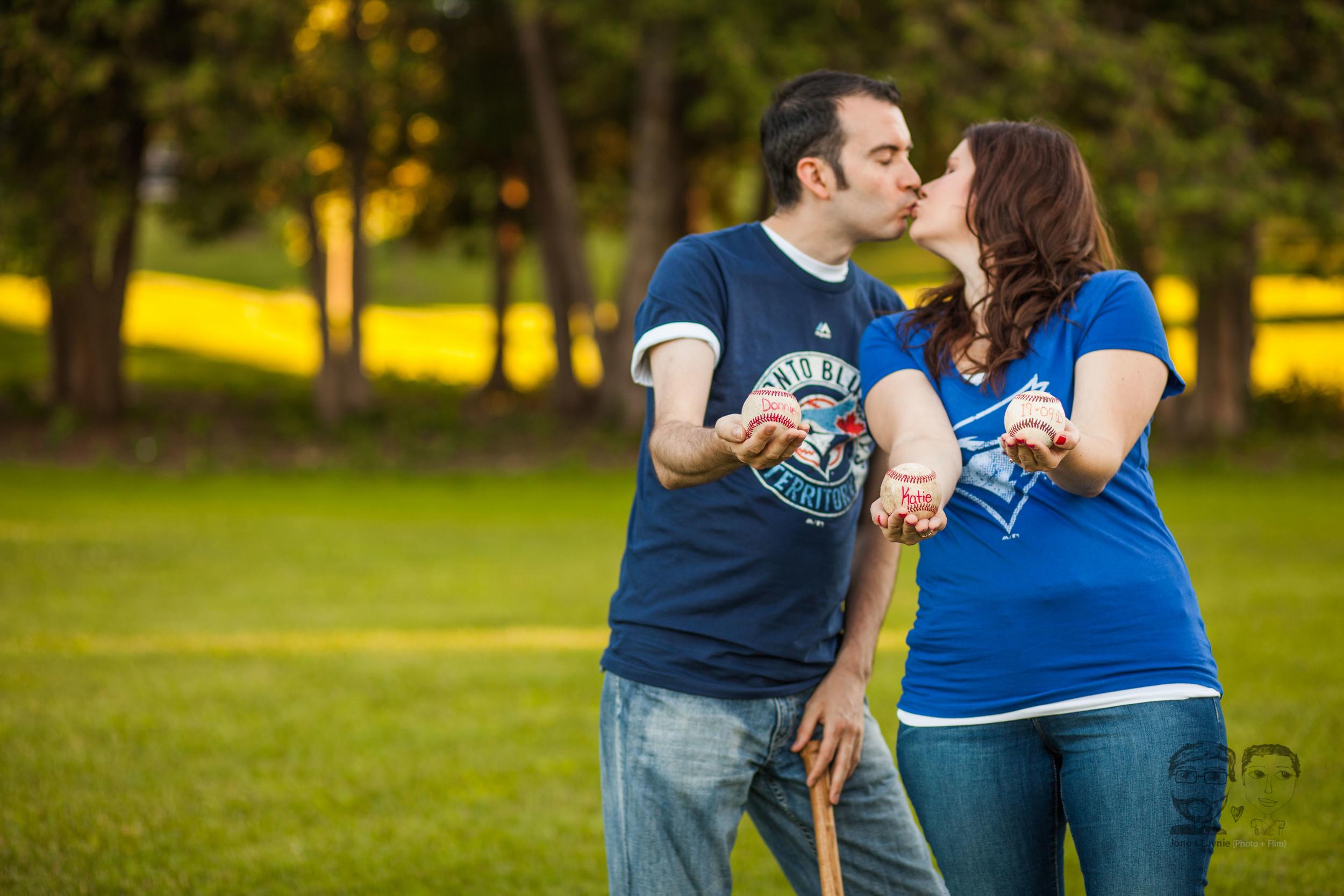 142Toronto and Niagara Photographers. Jono & Laynie Co. Engagement Session_.jpg