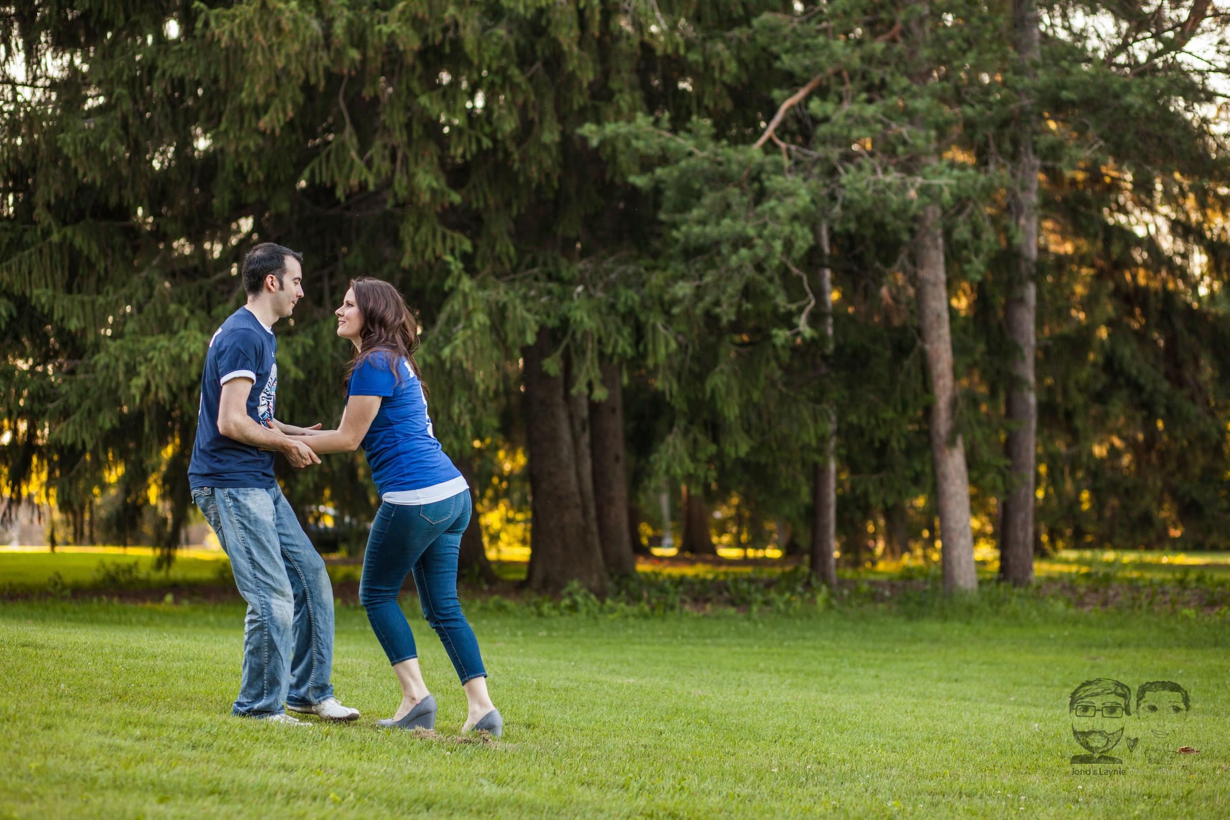 148Toronto and Niagara Photographers. Jono & Laynie Co. Engagement Session_.jpg