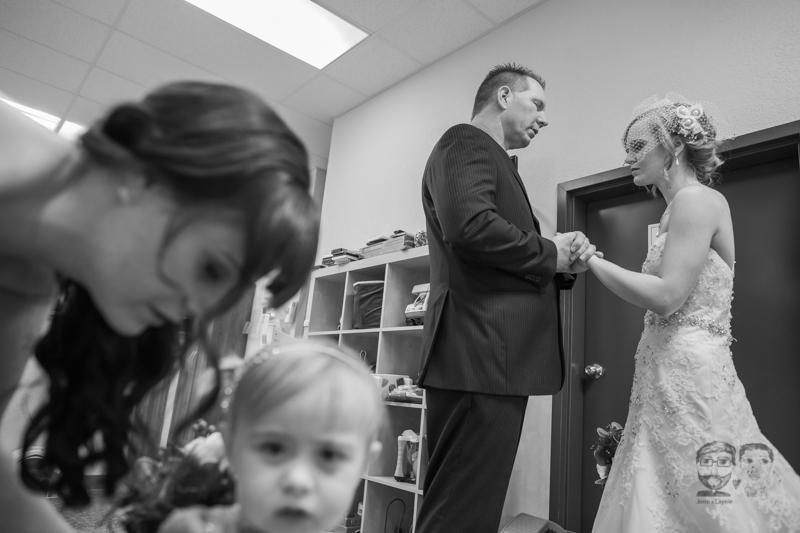0027Calgary Wedding Photographers-Jono & Laynie Co.jpg