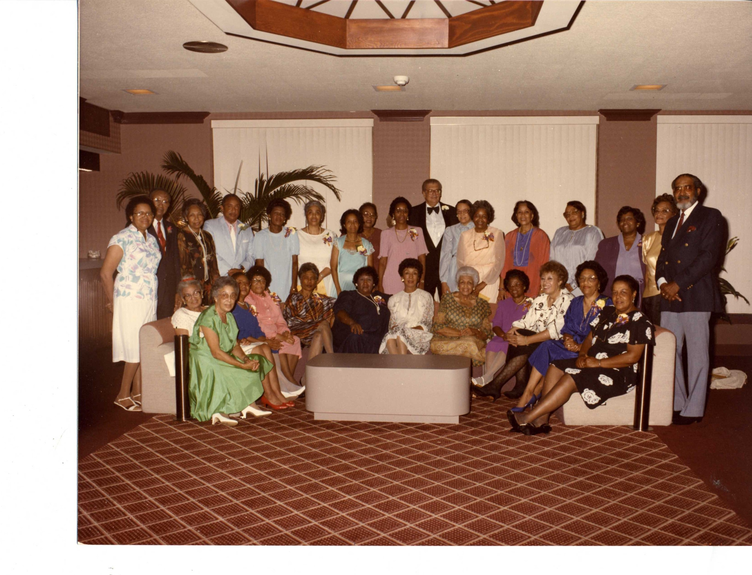Class of 1944, with faculty (1985).jpg