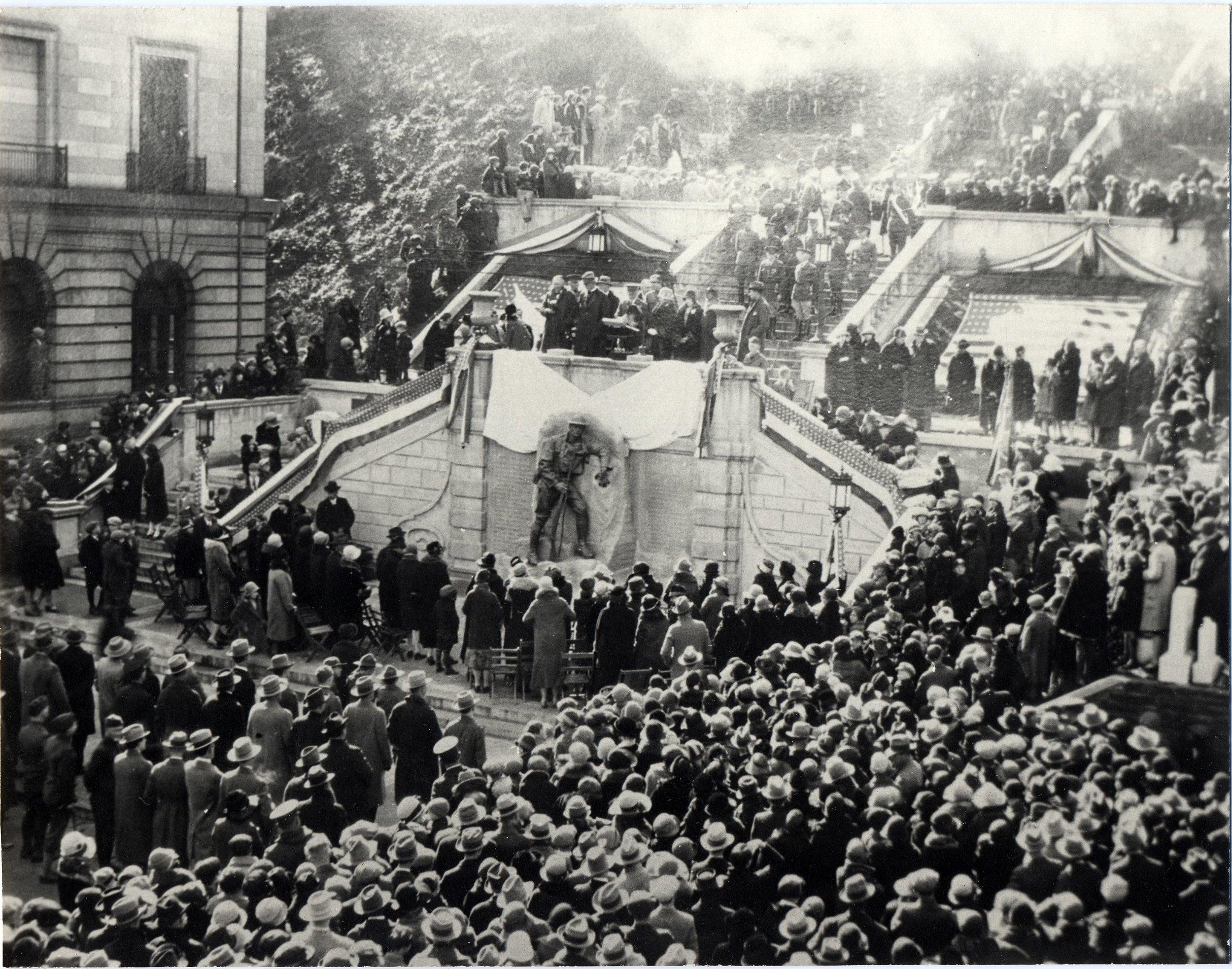 87.49.34 Dedication Soldier Statue Monument Terrace 1926.jpg
