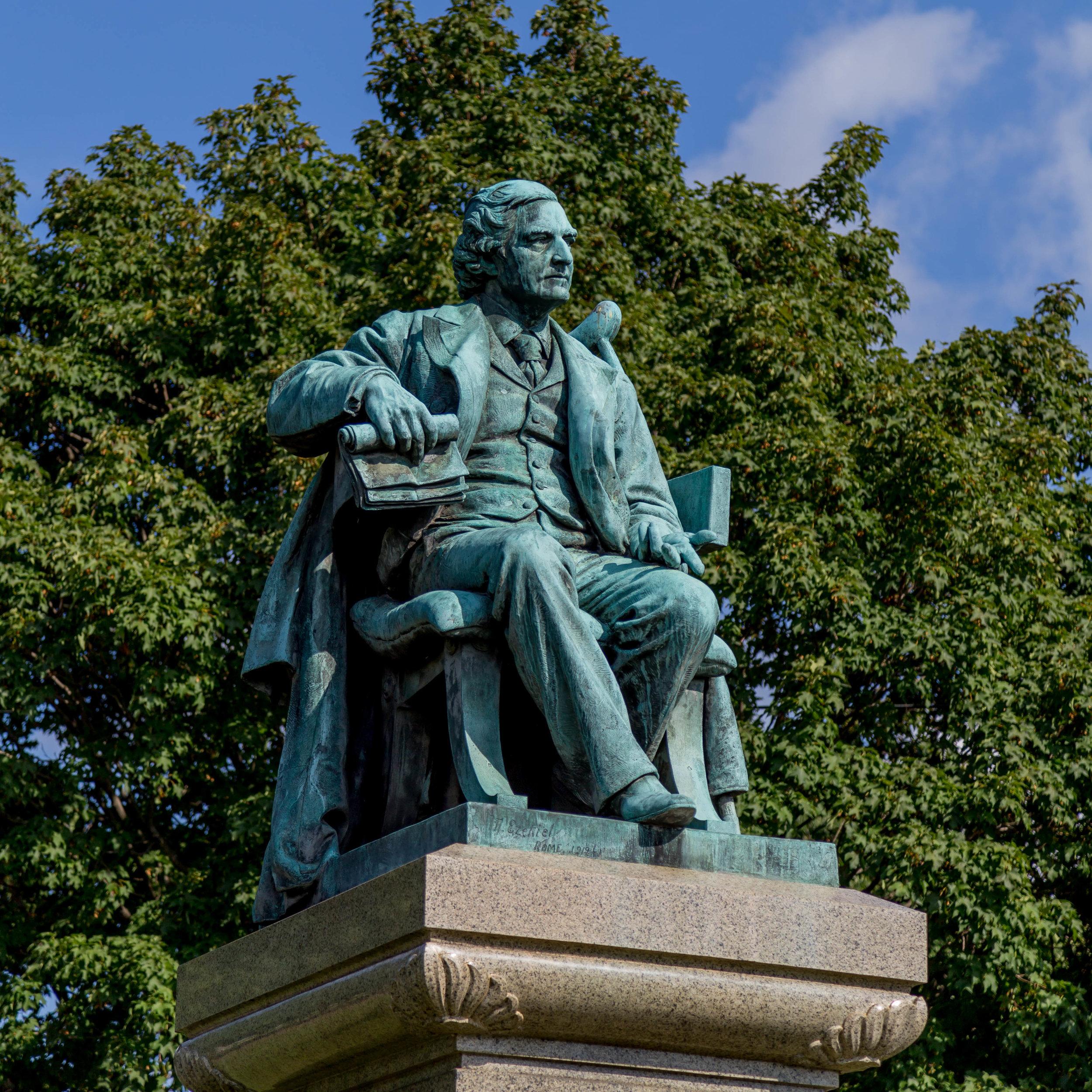 statue of john warwick daniel