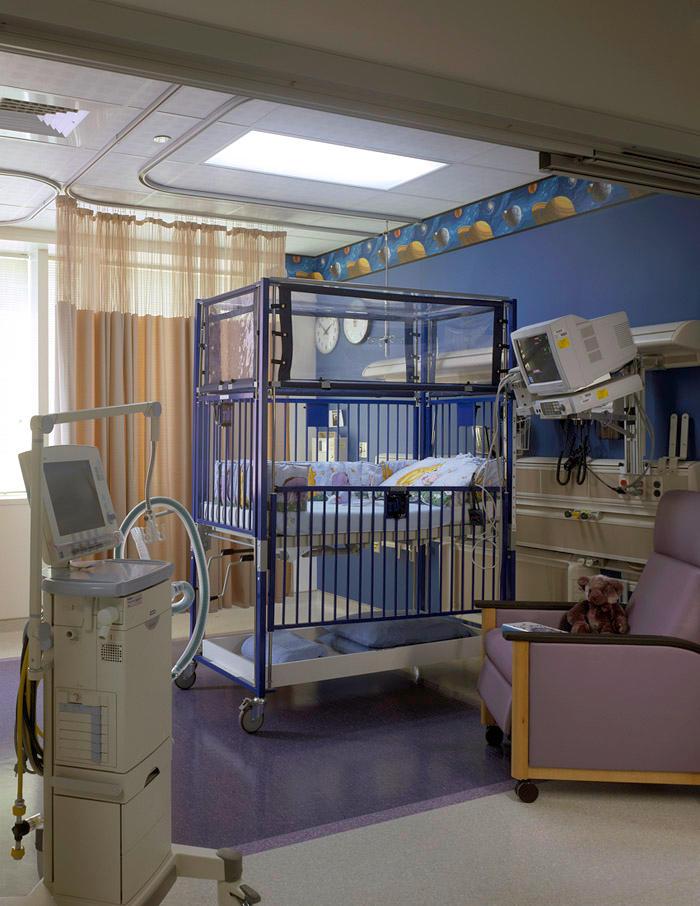 Chicago-Architect-Dani-Fitzgerald-Designed-patient-room-high-tech