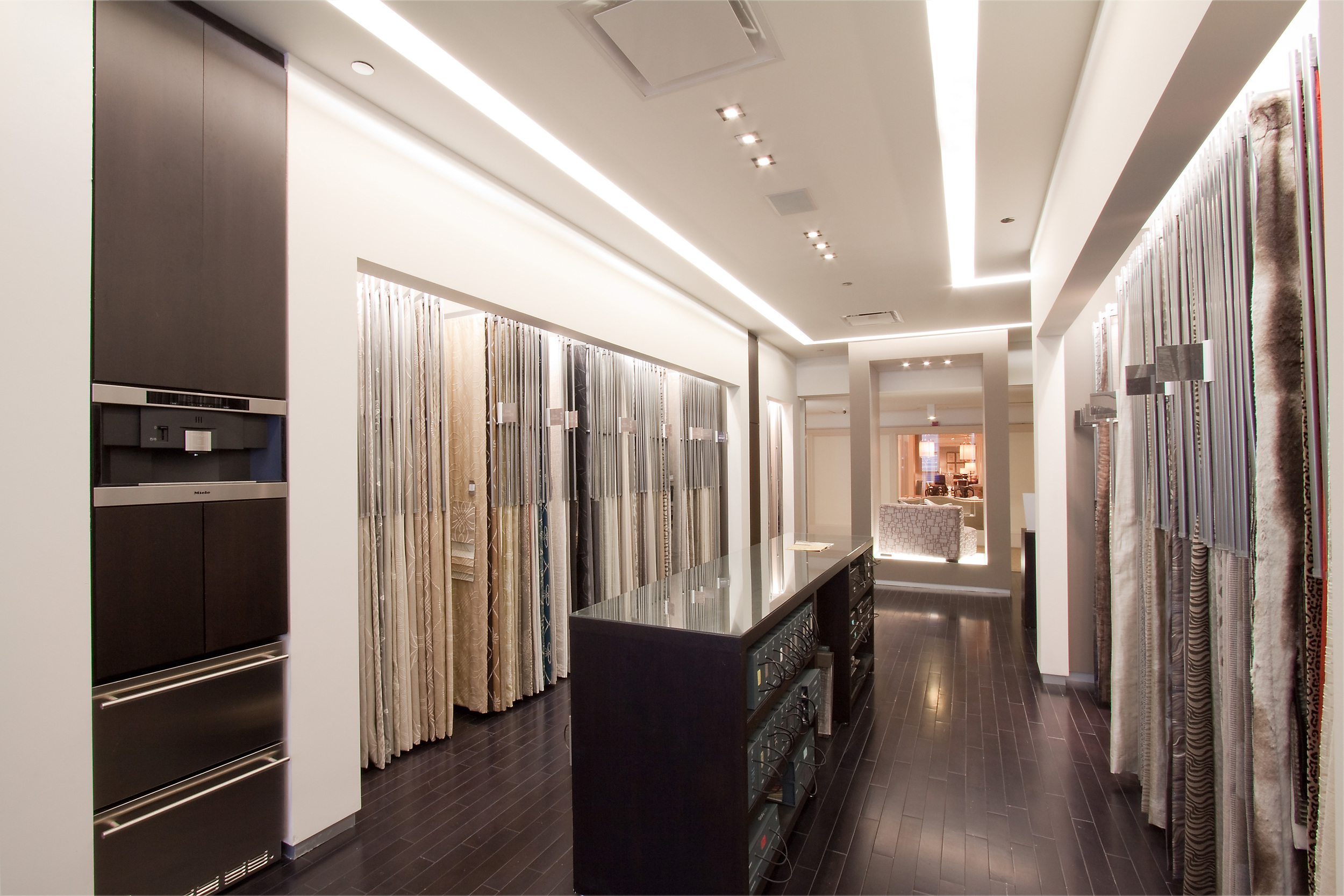 Chicago-Architect-Dani-Fitzgerald-designs-Merchandise-Mart-Showrooms
