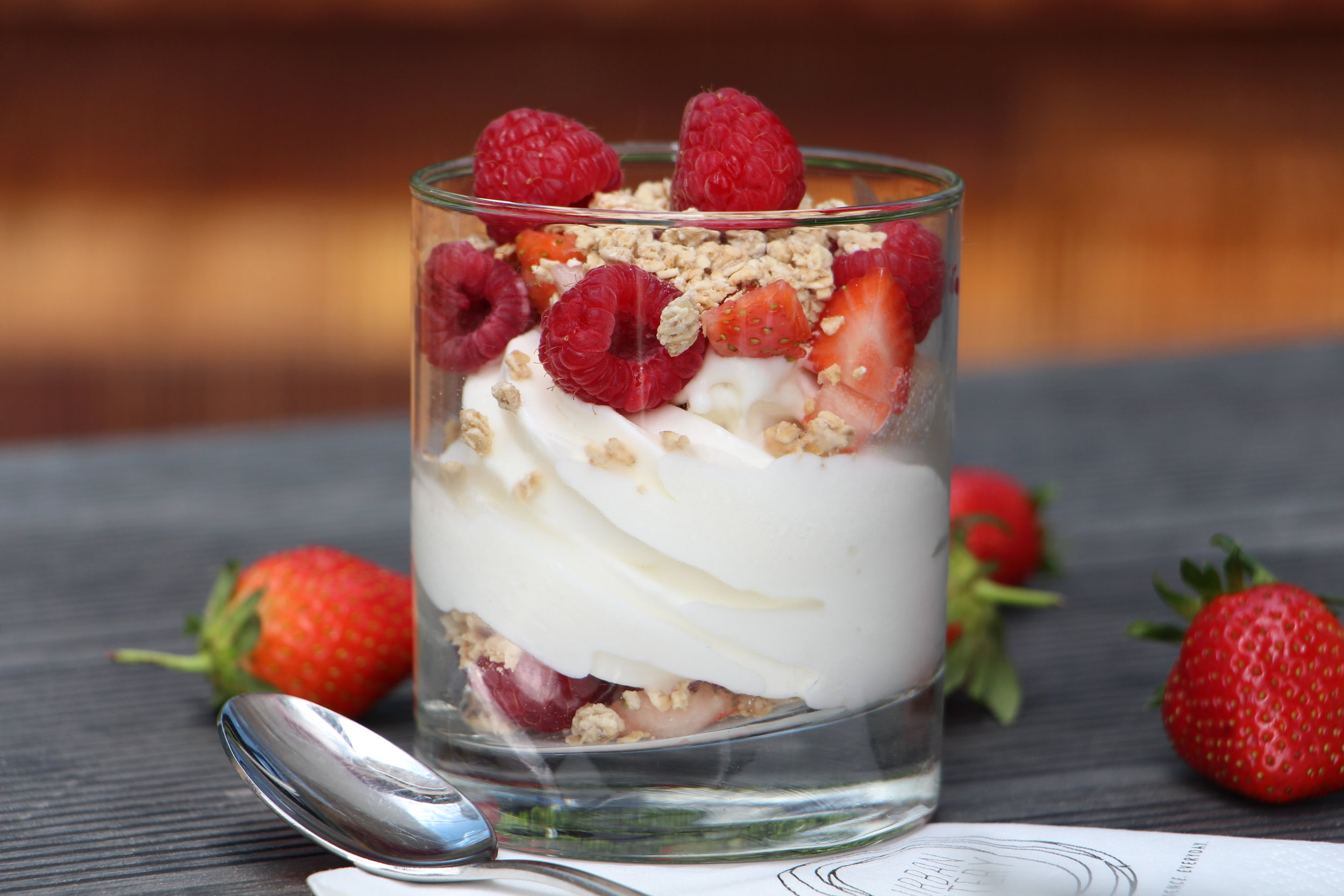 Health freaks, this is nature's dessert for you, filled with fat-free probiotic-filled frozen yoghurt, granola and fresh berries! Yum!