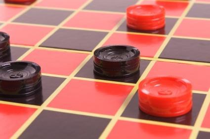 50643-425x282-LoveToKnow-Checkers1.jpg