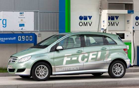 A Mercedes-Benz hydrogen fuel-cell vehicle. (Green Car Reports)
