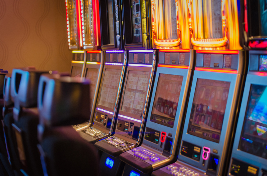 The existing casinos in southern New England feature nearly 18,000 slot machines and virtual table games. (istock)