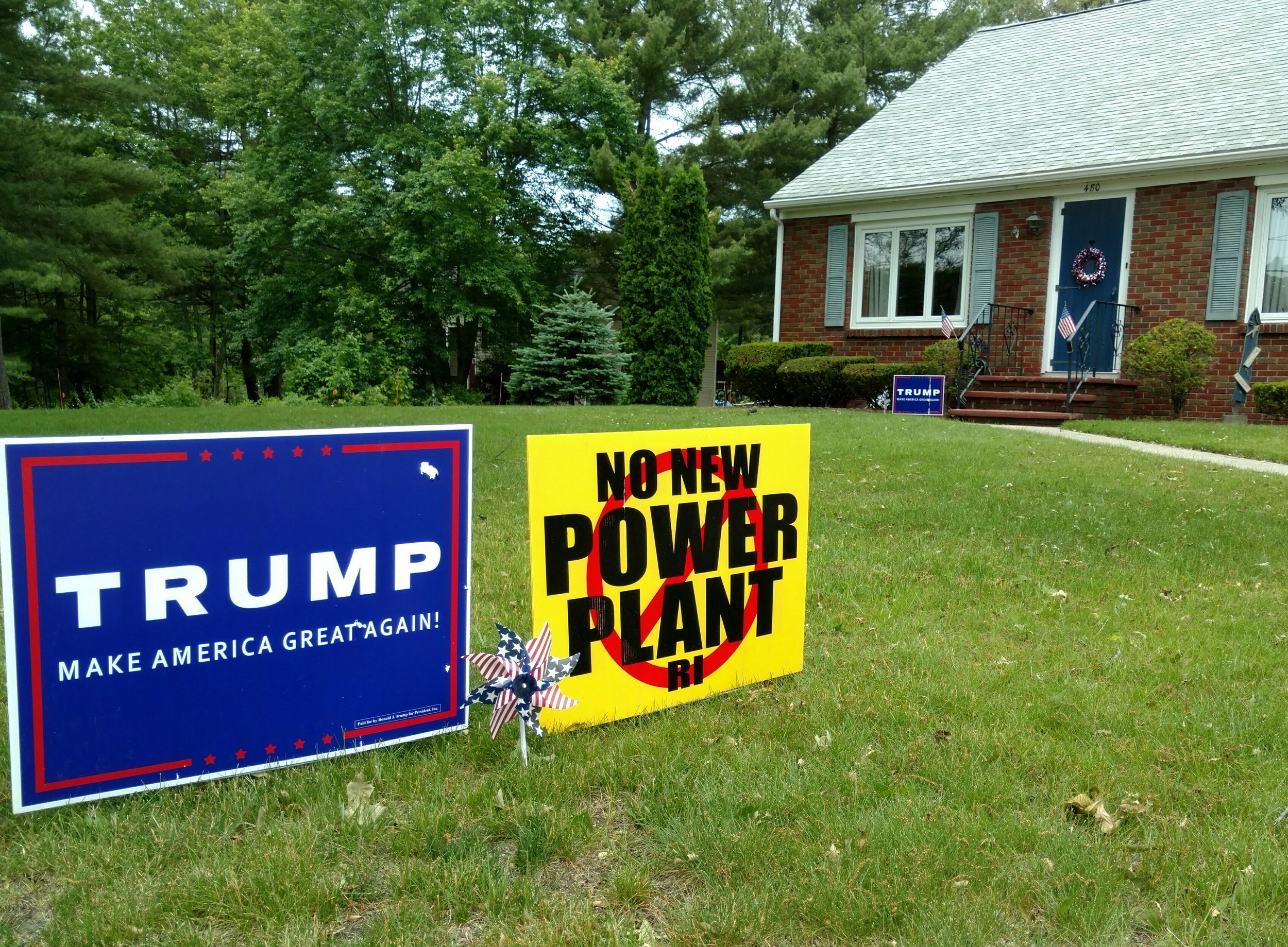 Opposition and support for the proposed Burrillville, R.I., power plant doesn't fall along party lines. (Tim Faulkner/ecoRI News)