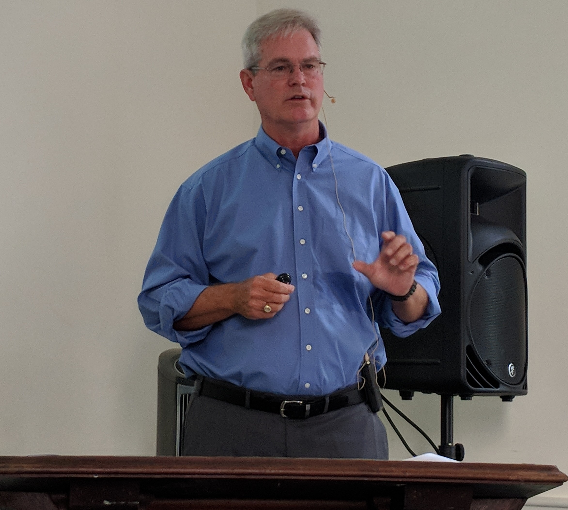 ExxonMobil executive and URI graduate Stephen Greenlee recently spoke at the South Ferry Church near the Graduate School of Oceanography in Narragansett, R.I. (Tim Faulkner/ecoRI News)