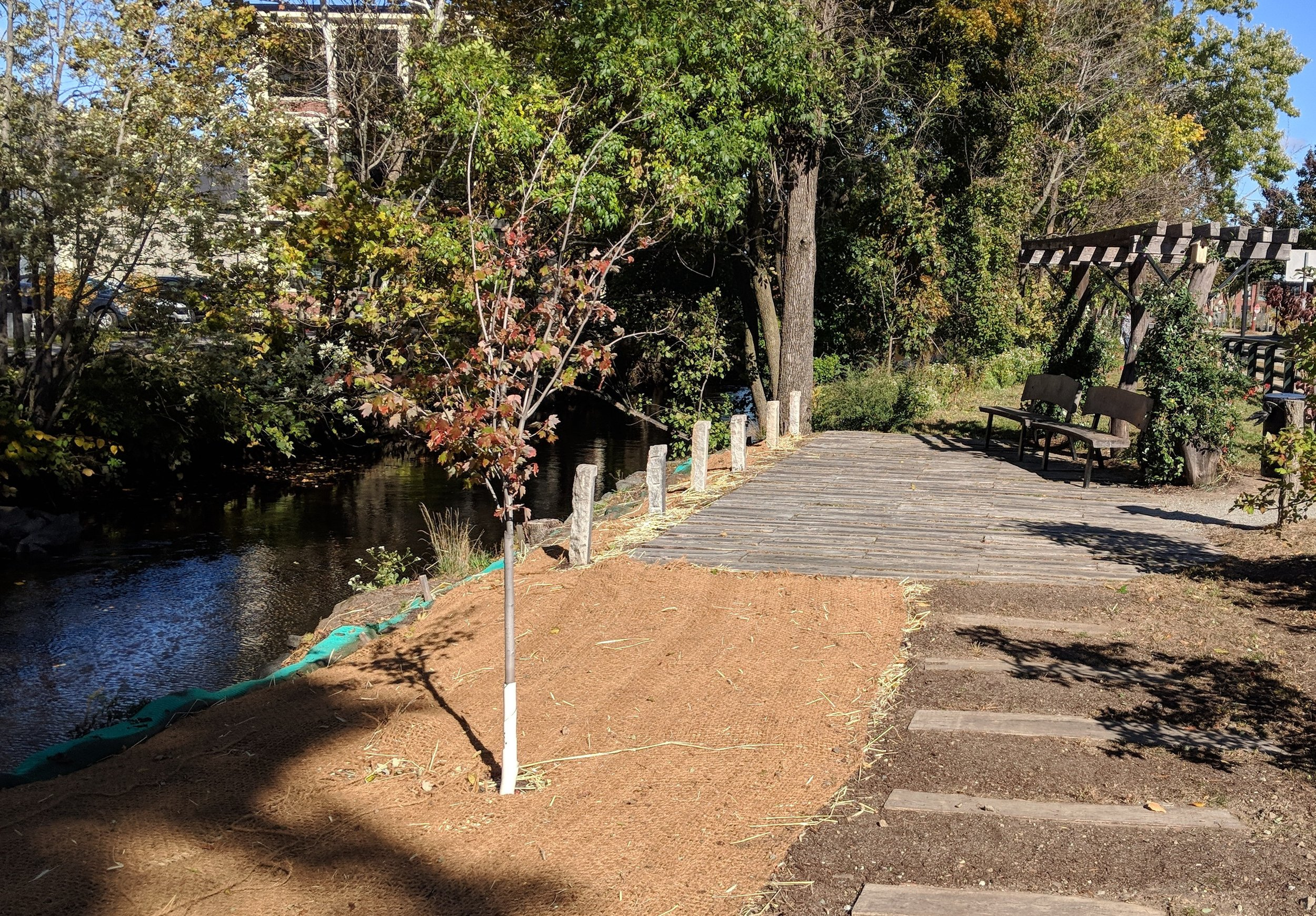 A new pocket park along the Woonasquatucket River in the Valley neighborhood. (Tim Faulkner/ecoRI News)