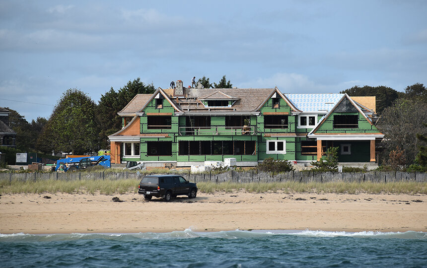 New homes along East Beach in the Watch Hill section of Westerly are being built in an area vulnerable to a 100-year-storm, like the 1938 hurricane. (Frank Carini/ecoRI News)