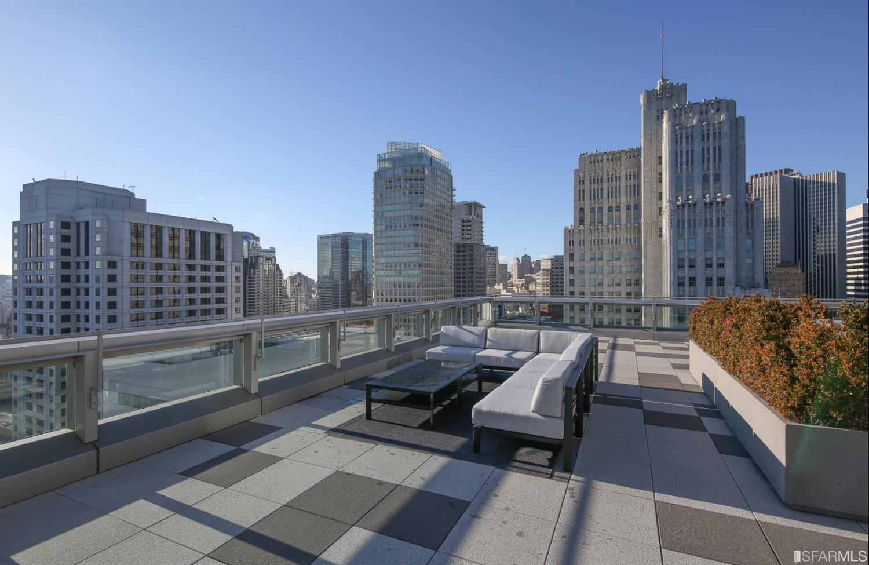18 Roof2.jpg