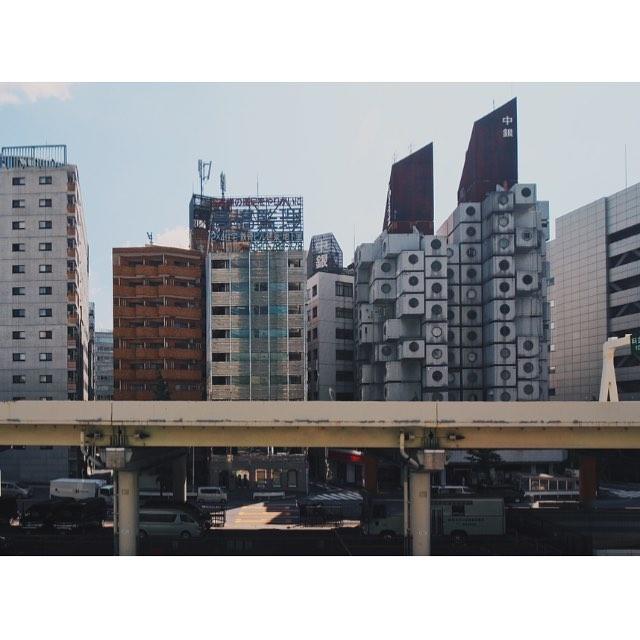 A Tokyo Ritual #tokyo #nakagin #capsuletower #kishokurokawa #metabolism #architecture #東京 #カプセルタワー #黒川紀章 #メタボリズム #建築