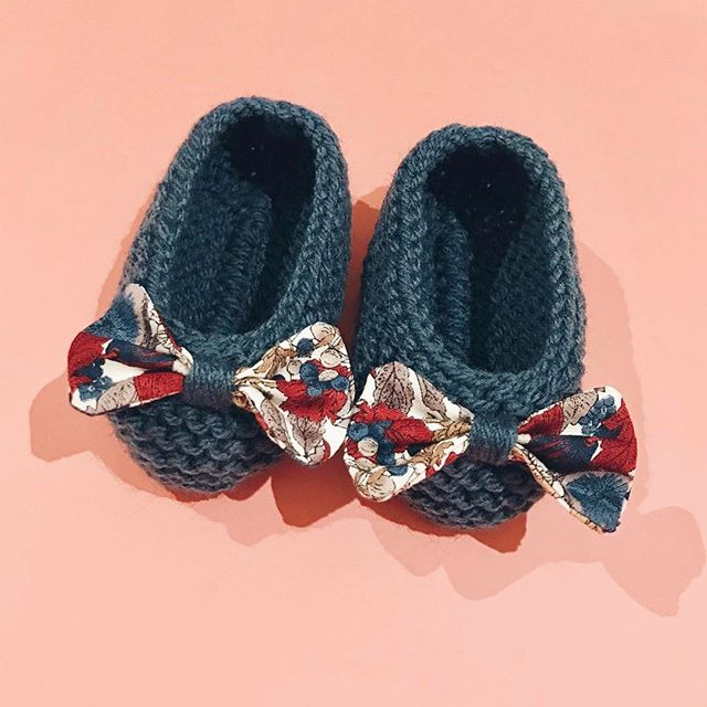 Thinking about selling these cute shoes for babies 😍😍. If you are interested, do not hesitate to contact us!  #babies #wool #knitting #handmade #melbourne #BabiesAreBabies #flats #shoes #New #european #style #clothing #collection #RowingAndCo