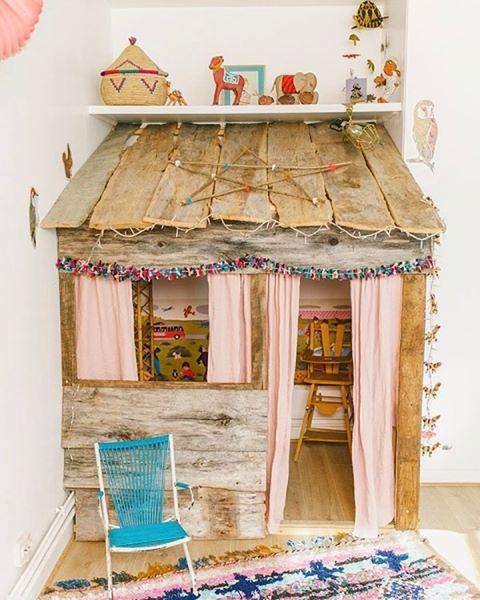 This little house is insane!! 😍😍 📷: Pinterest  #kids #deco #room #home #inspo #interiordesign #RowingAndCo