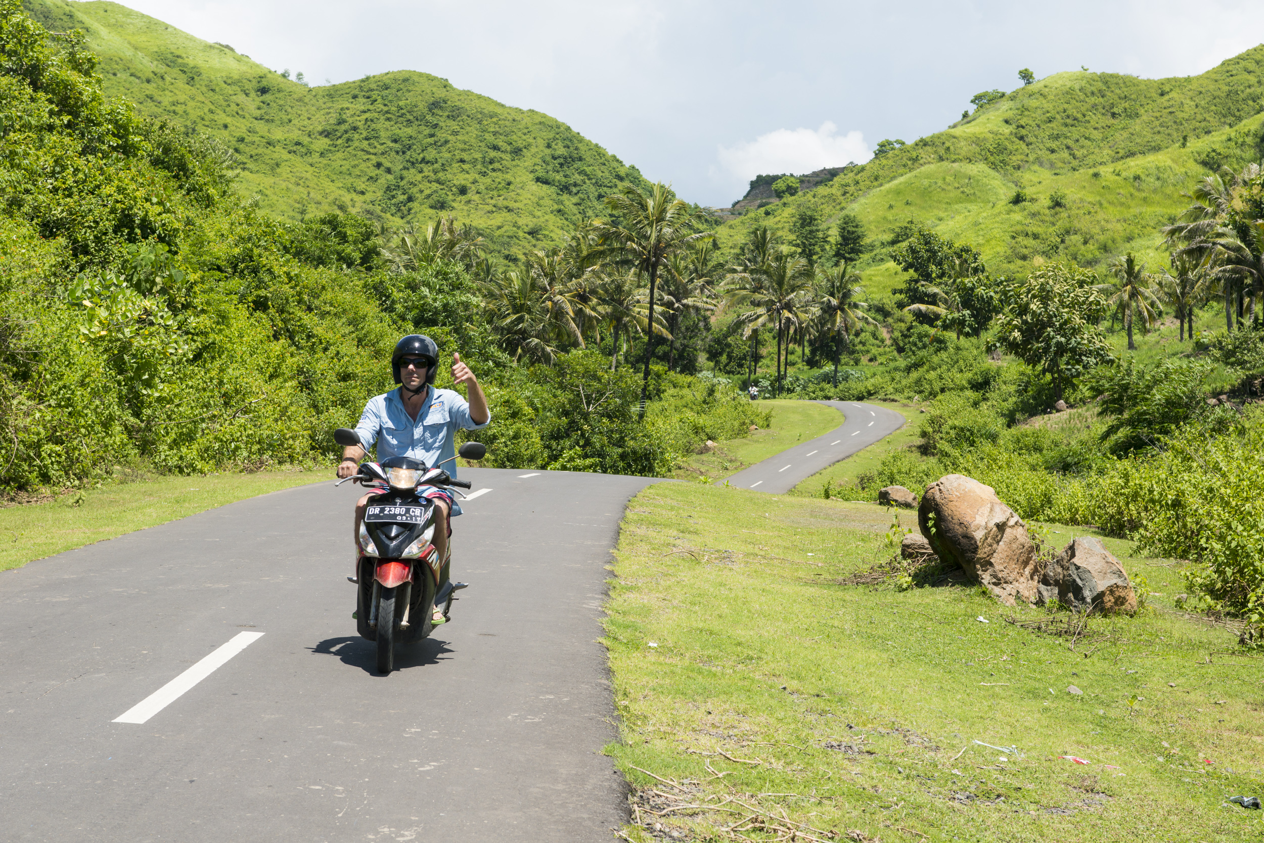 LOMBOK road by moped