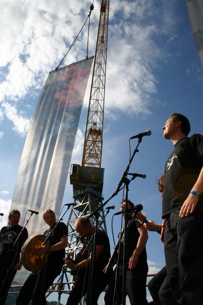 Storm Weather Shanty Choir - konsert i slippen, 2007  Foto Knut Utler