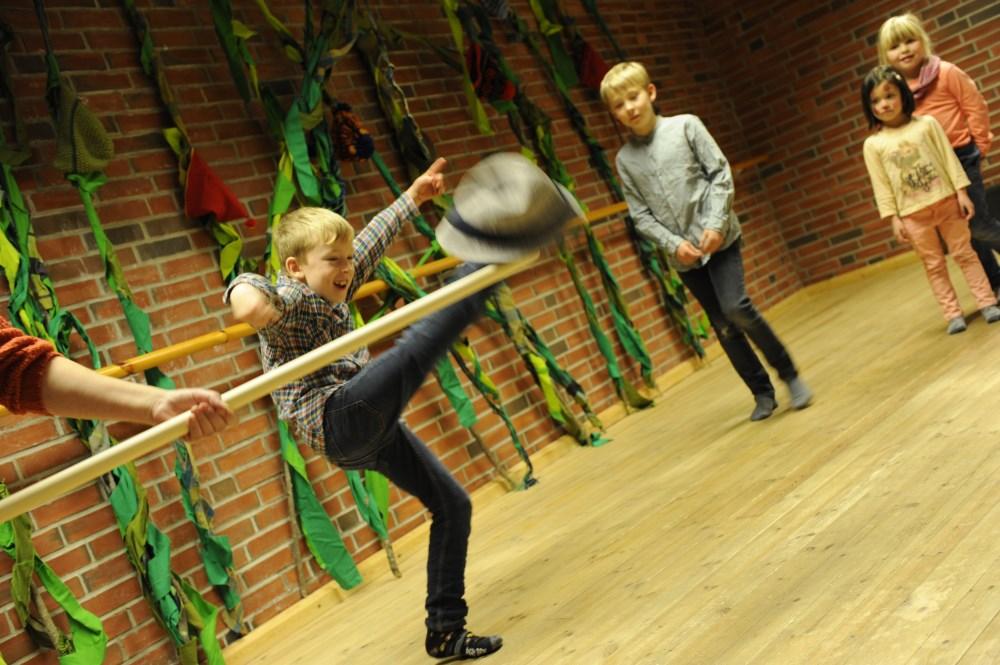 Fullt fokus på FRIKAR-ninja med Anders Aaberg.   Foto: Førdefestivalen / Arve Ullebø