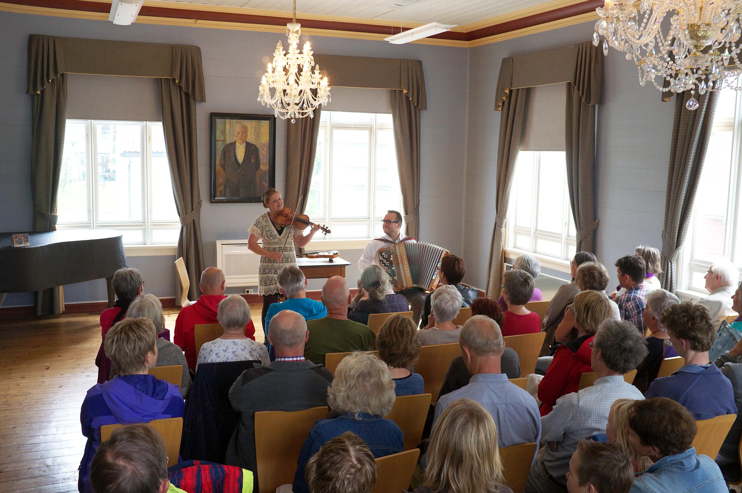Jorun Marie Kvernberg Rypdal og Øyvind Sandum (2014) - Foto Arvid Anthun.
