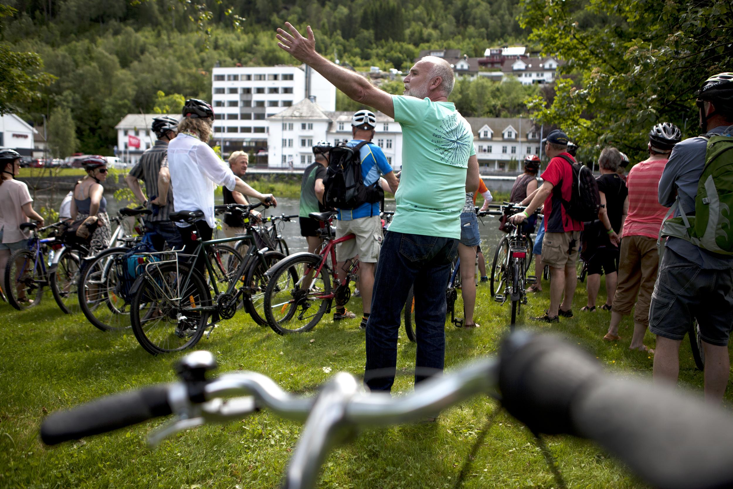 IMG_3498 - blåtur på sykkel - ulrika boden - prestegarden - 2. juli - heidi hattestein.jpg