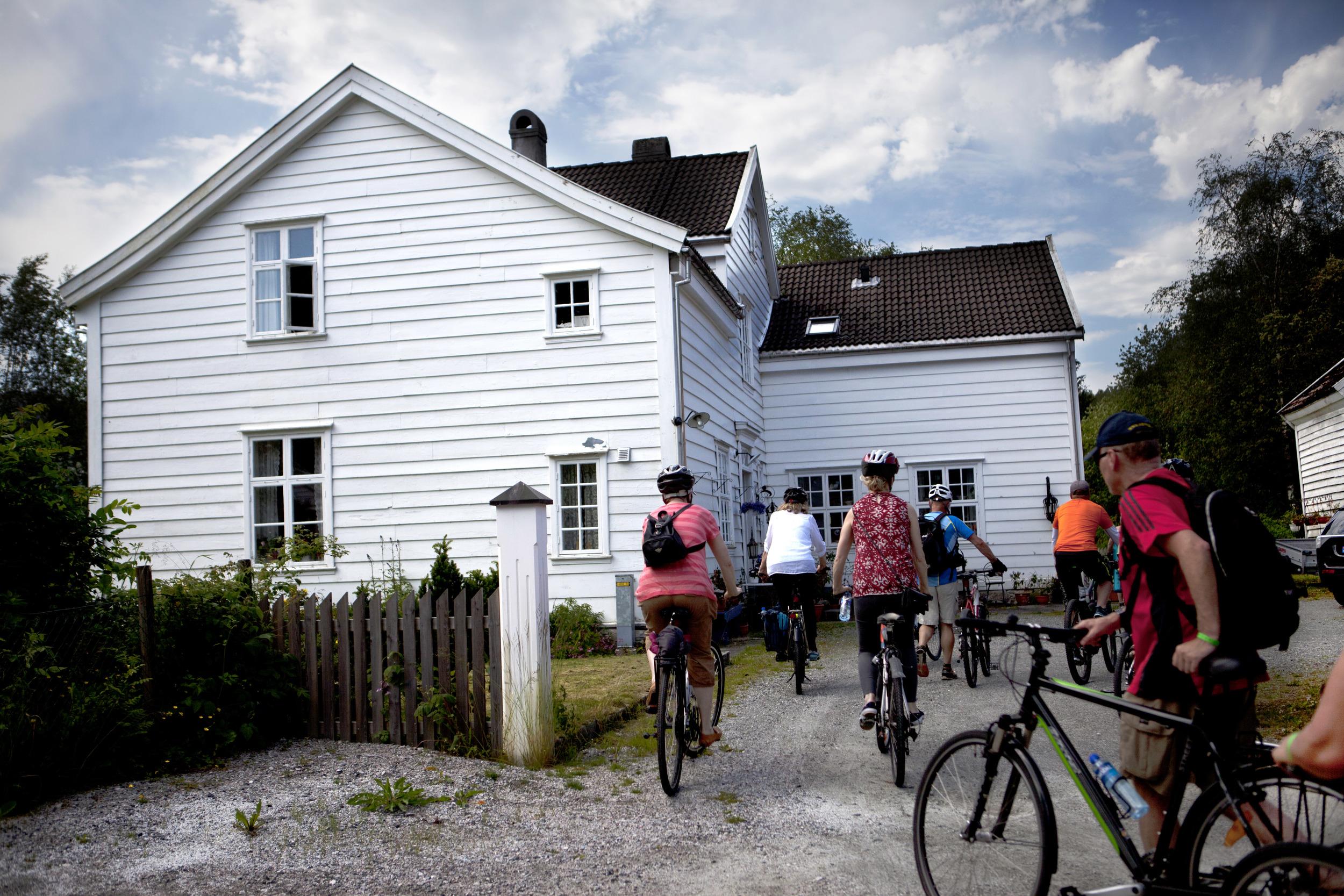 IMG_3555 - blåtur på sykkel - ulrika boden - prestegarden - 2. juli - heidi hattestein.jpg