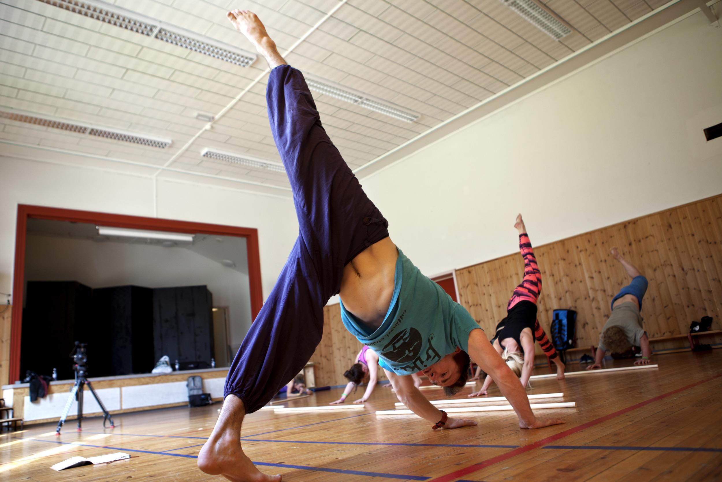IMG_3715 -gokarma yoga - 2. juli - førde barneskule - heidi hattestein.jpg