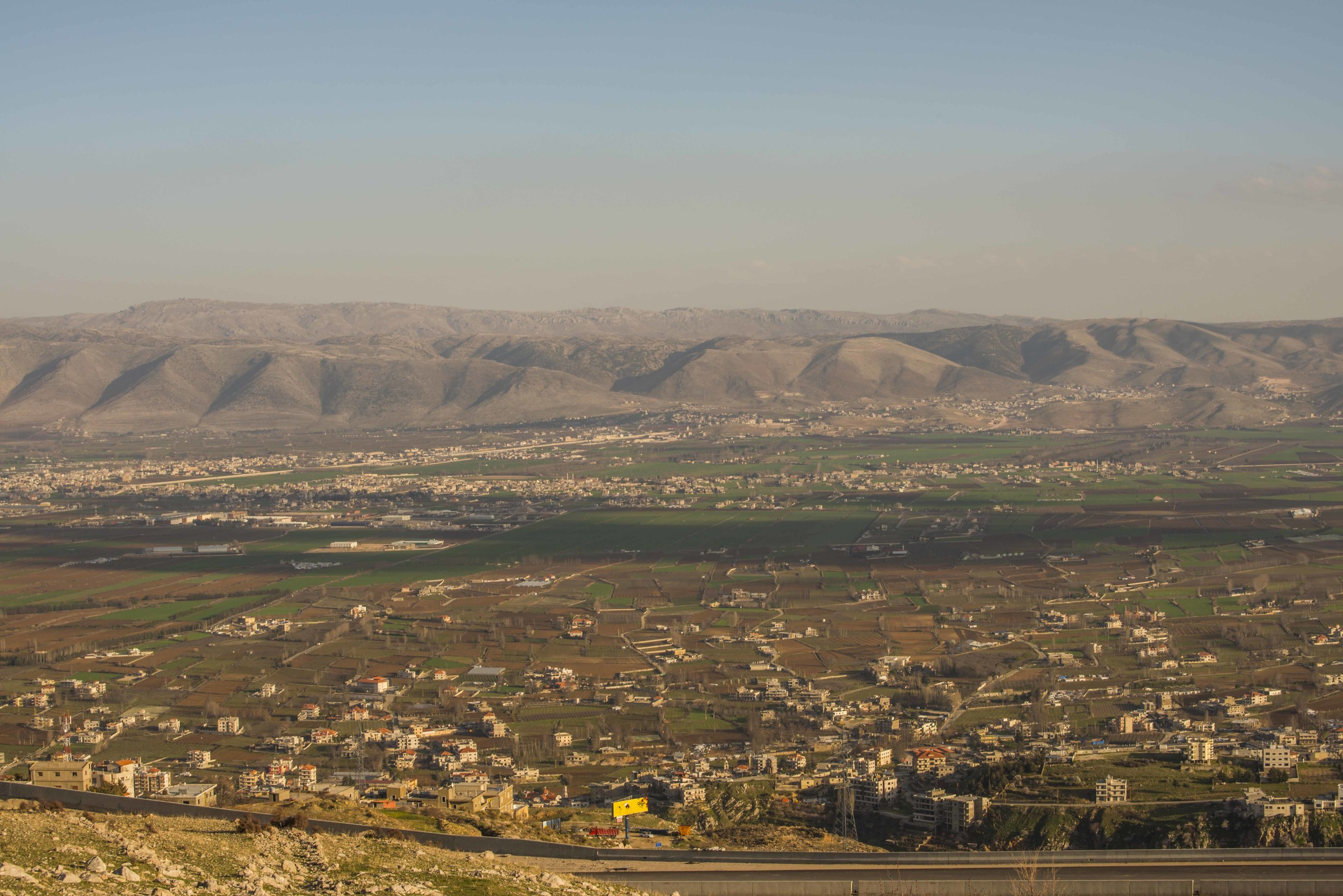 _DSC8648 Bekaa-dalen. Syria bak fjella.jpg