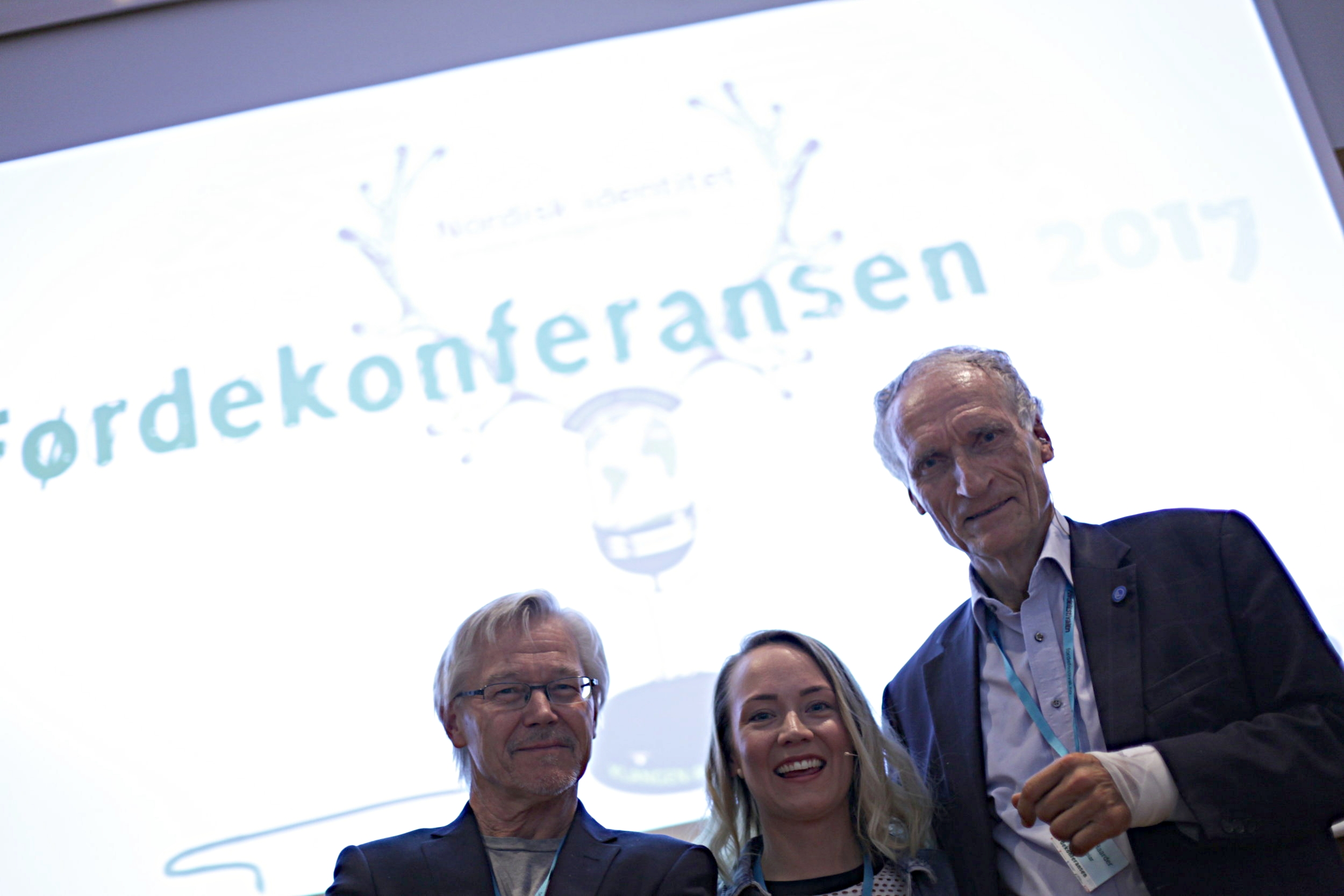 Artisten Elle Márjá Eira - flankert av Sylfest Lomheim og Bertel Haarder. ©BlackStarJournal - Heidi Hattestein