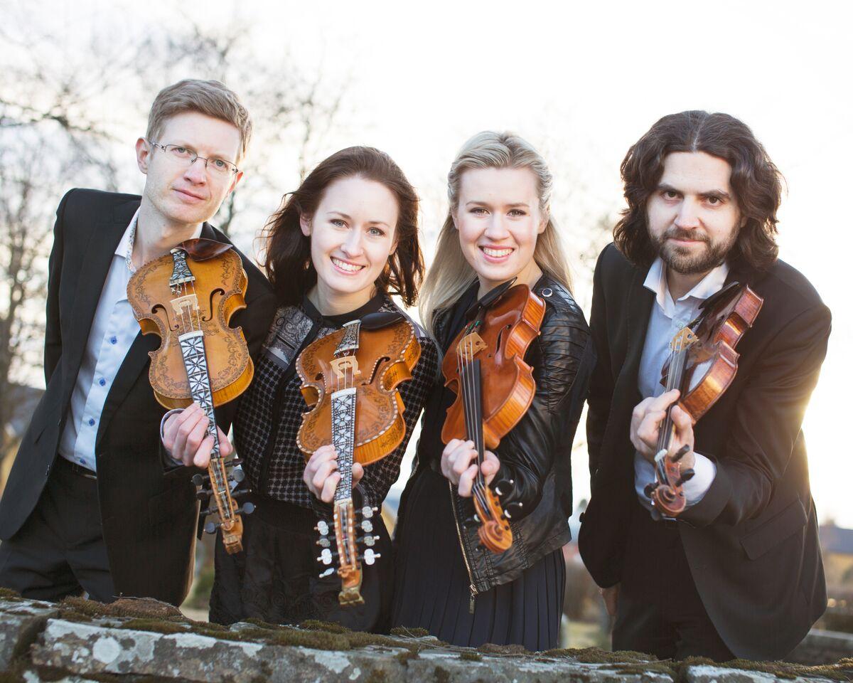 Det blir gjensyn med den eventyrlege kvartetten med Gjermund og Einar Olav Larsen og Ragnhild og Eldbjørg Hemsing i Førde. Foto: Sirkel Foto