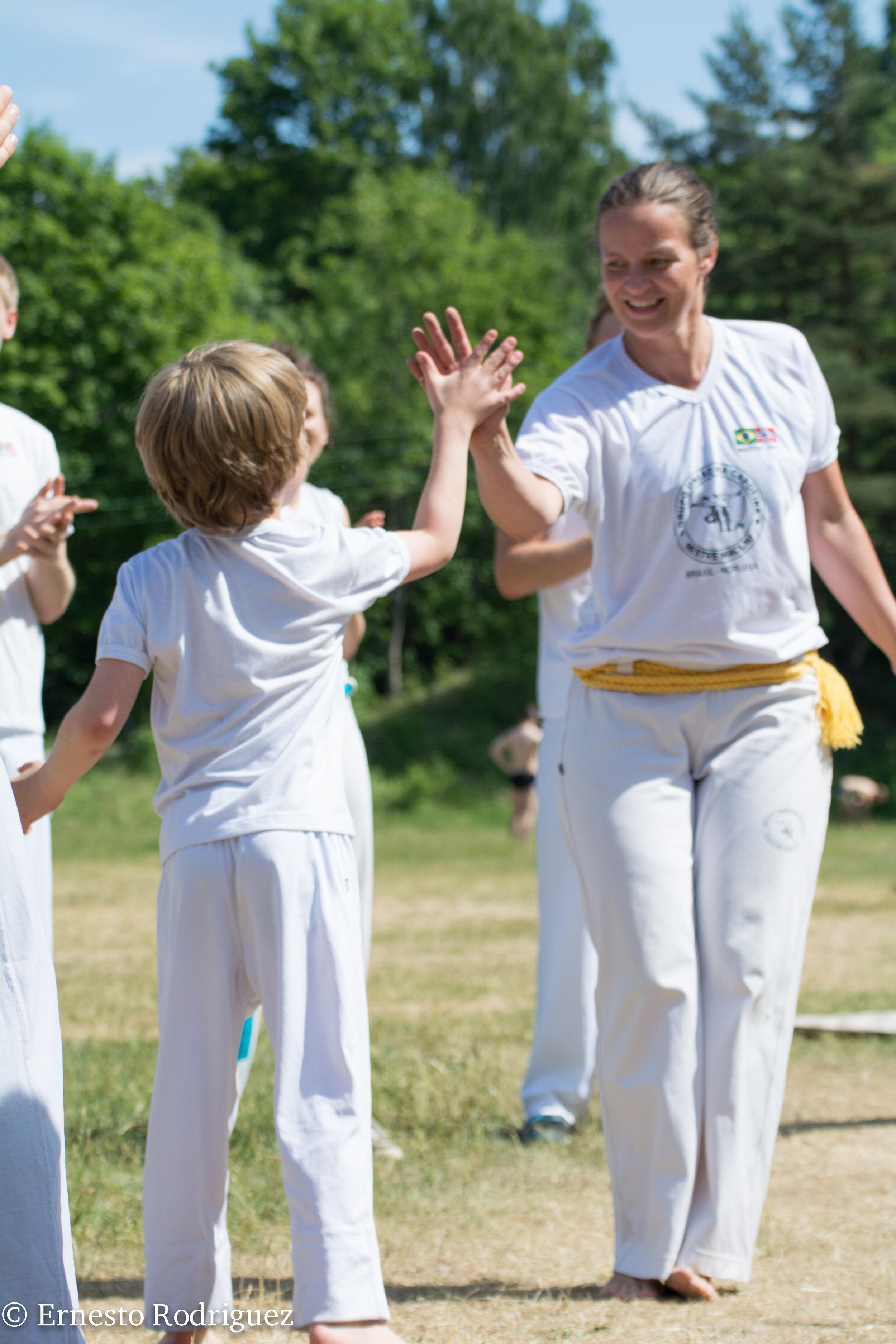 Ellen Ribeiro er capoeirista og har lang erfaring i å vise andre kva capoeira har å by på.