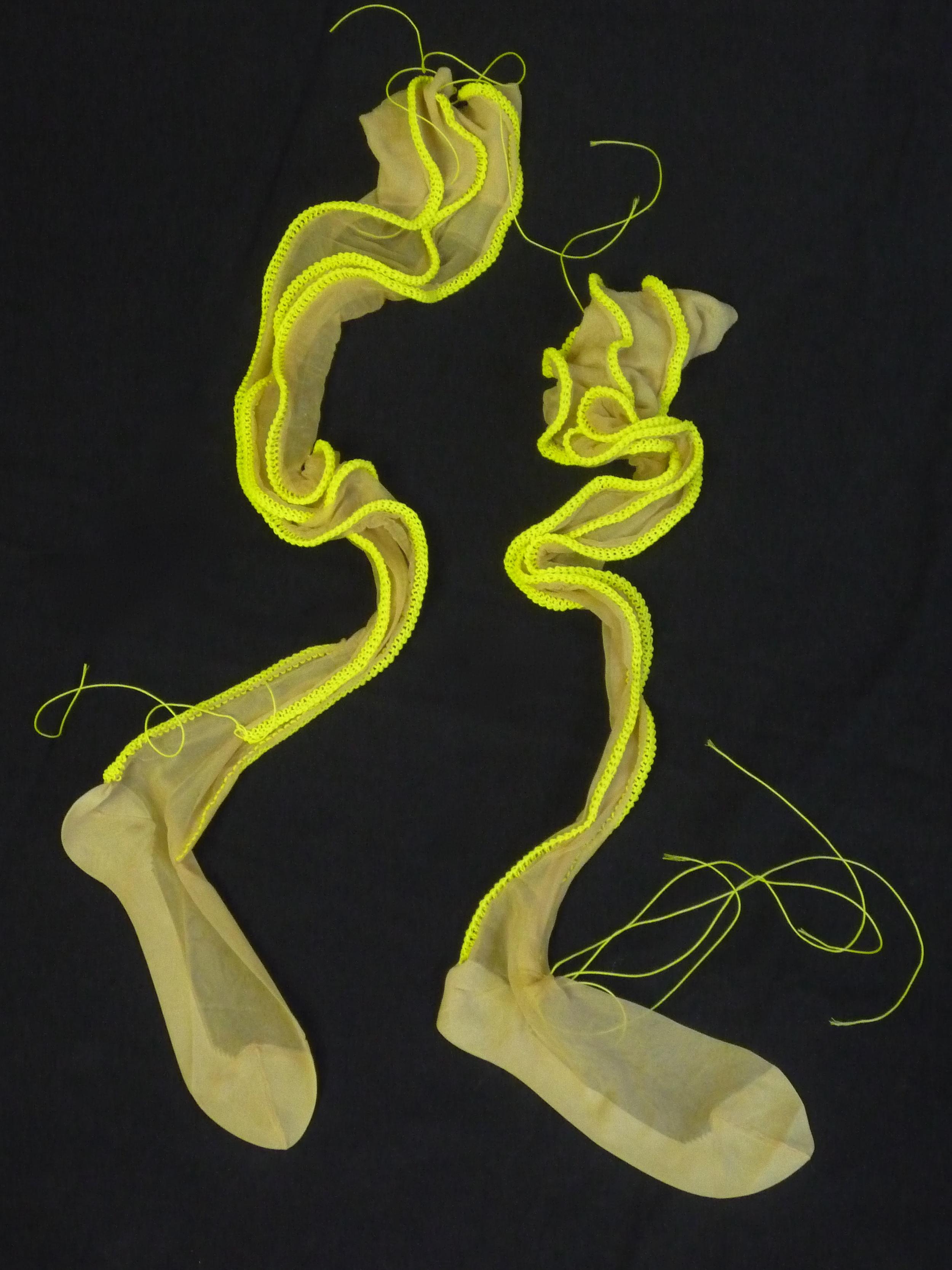 Schöne Herrscherin, Nylons, cord, knitted,102x15x3 cm
