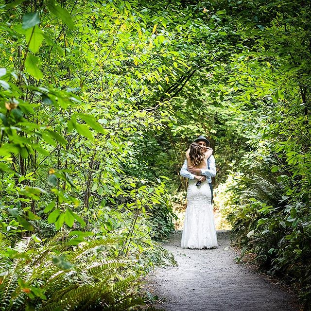 Flashing back to this lush green forest wedding on this snowy white wintery day. #pdxwedding #weddingphotography