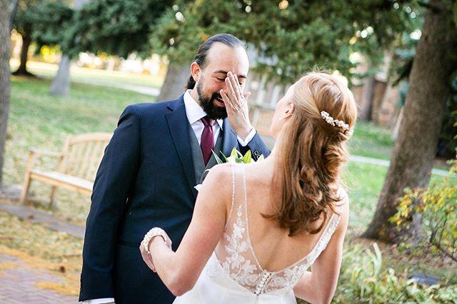 First look feels. #firstlookwedding #denverweddingphotographer #chautauquawedding