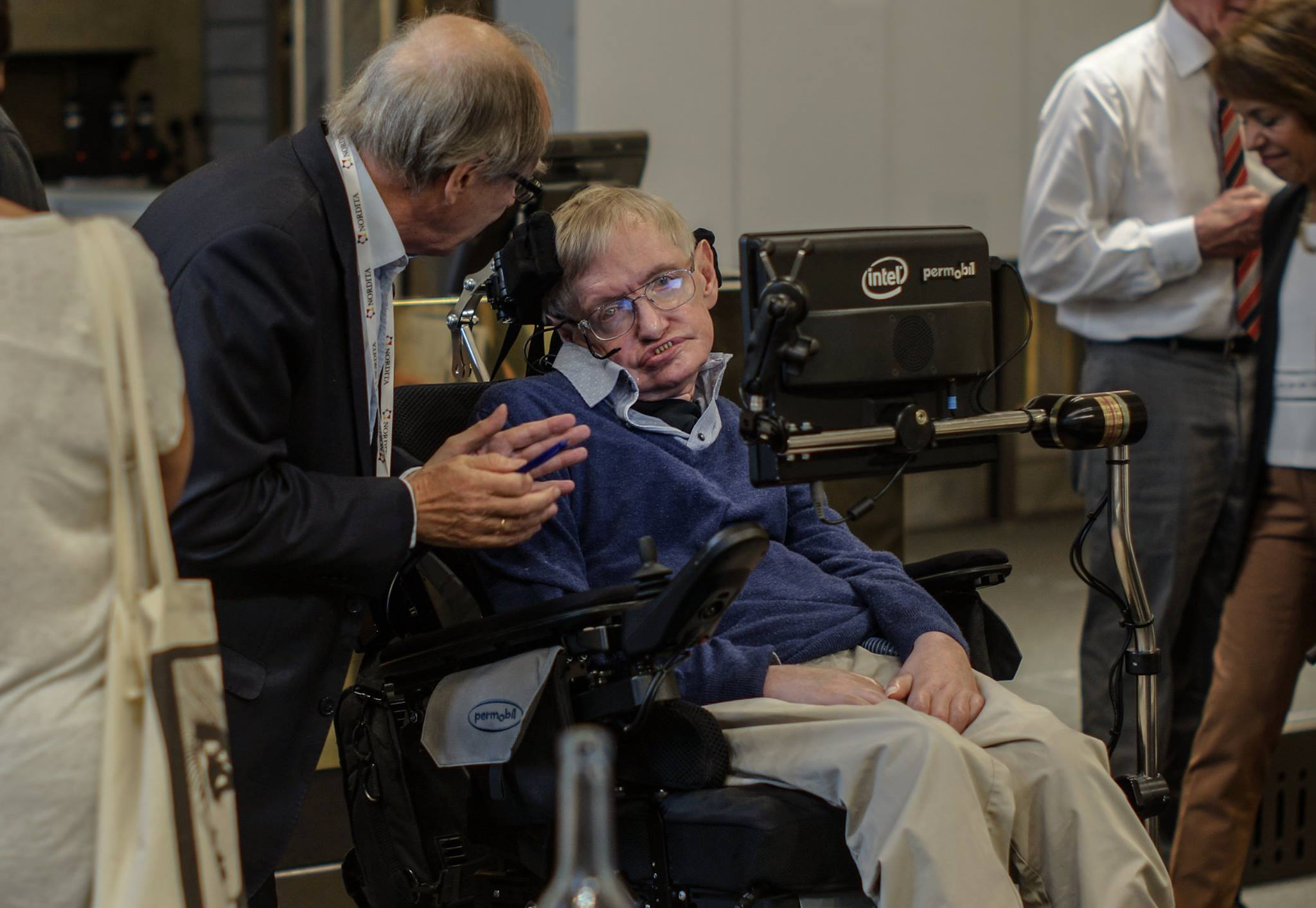 Stephen Hawking and Gerard 't Hooft   discussing on the information paradox