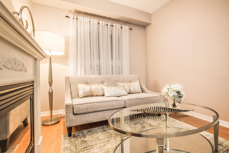 928 Ormond Dr Oshawa ON L1K-large-016-20-Living Room-1500x1000-72dpi.jpg