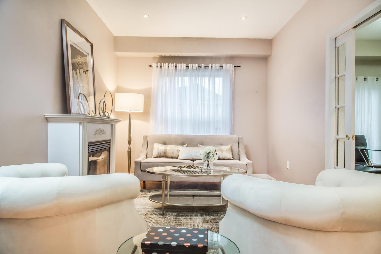 928 Ormond Dr Oshawa ON L1K-large-018-12-Living Room-1500x1000-72dpi.jpg