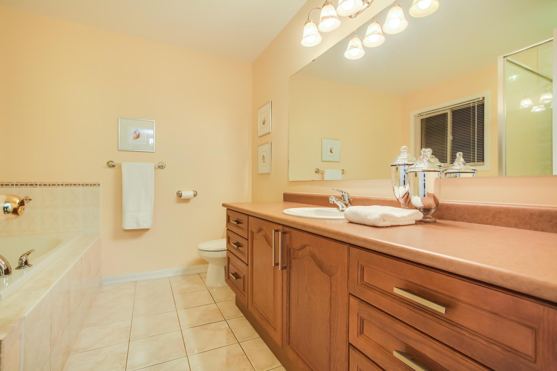 928 Ormond Dr Oshawa ON L1K-large-036-28-Master Bedroom Ensuite-1500x1000-72dpi.jpg