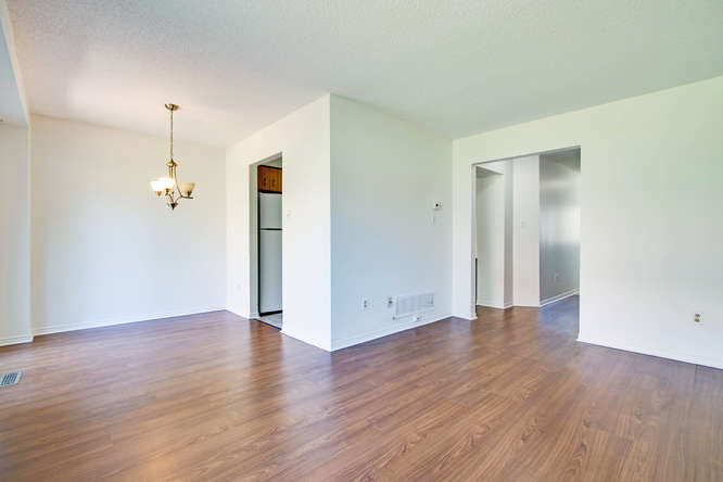 10 Bassett Blvd TH212 Whitby-small-017-12-LivingDining Room-666x444-72dpi.jpg