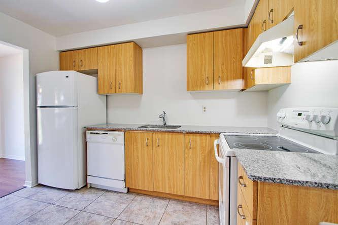 10 Bassett Blvd TH212 Whitby-small-024-15-Kitchen-666x444-72dpi.jpg