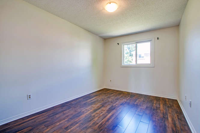 10 Bassett Blvd TH212 Whitby-small-039-49-Bedroom 2 no curtains-666x444-72dpi.jpg