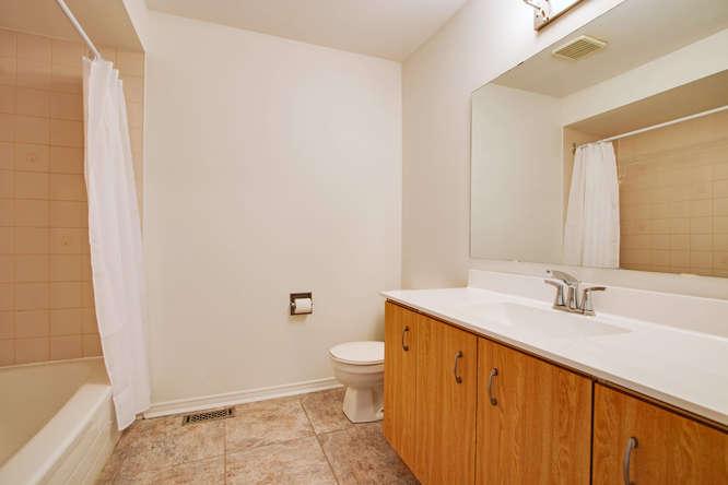 10 Bassett Blvd TH212 Whitby-small-043-39-Upper Bathroom-666x444-72dpi.jpg