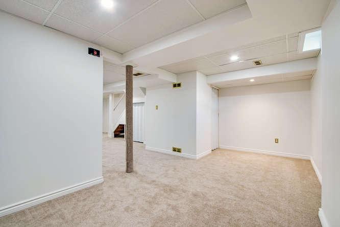 10 Bassett Blvd TH212 Whitby-small-047-19-Recreation Room-666x444-72dpi.jpg