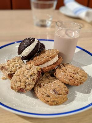 Northeast Seafood Kitchen cookie plate